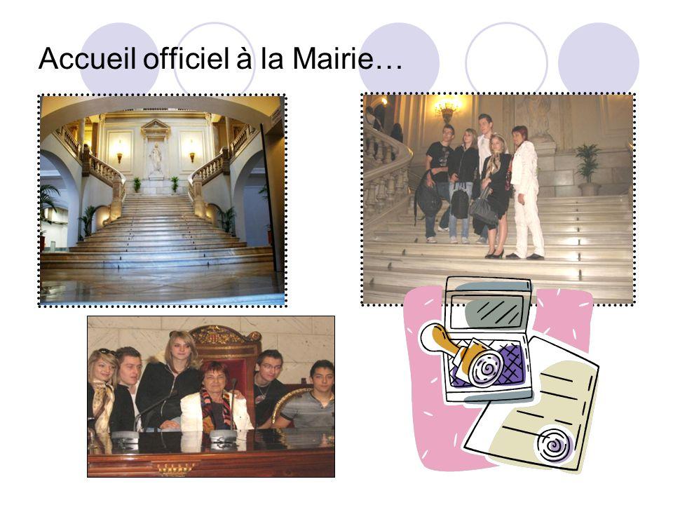 Accueil officiel à la Mairie…