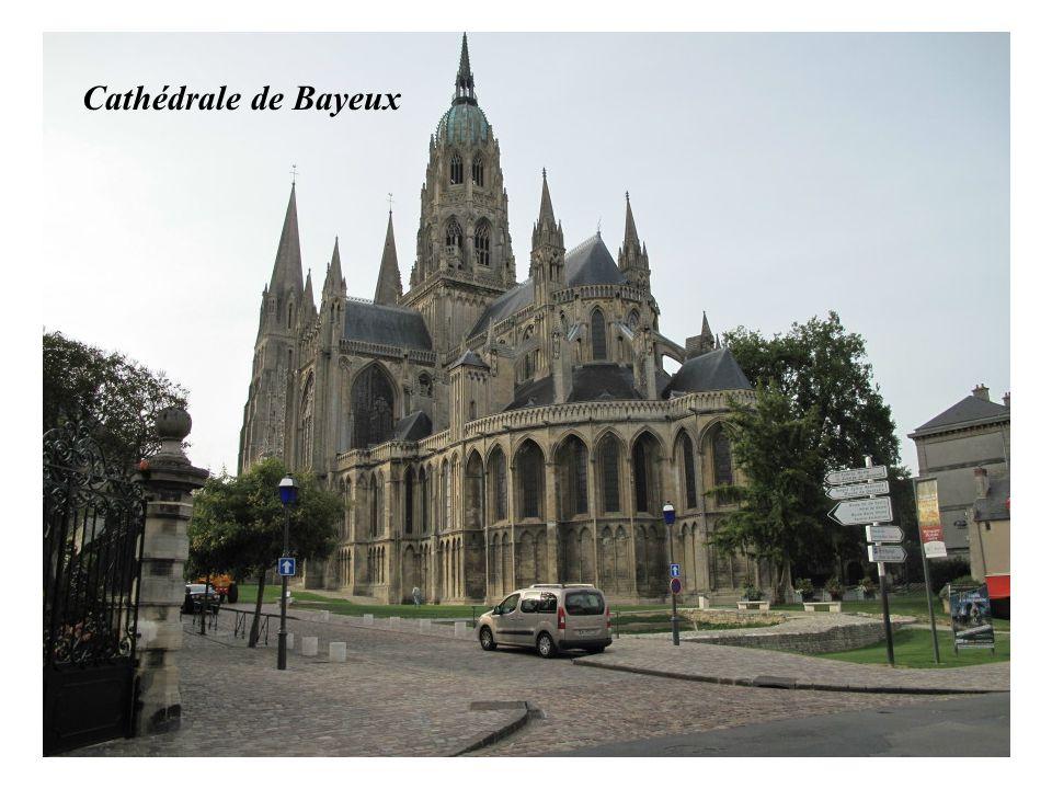 Grand hôtel dArgouges : Bayeux Bayeux : ancien séminaire renfermant la tapisserie de Bayeux. Bateau viking
