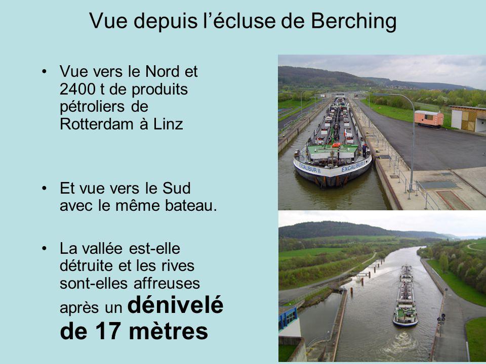 Vue depuis lécluse de Berching Vue vers le Nord et 2400 t de produits pétroliers de Rotterdam à Linz Et vue vers le Sud avec le même bateau.