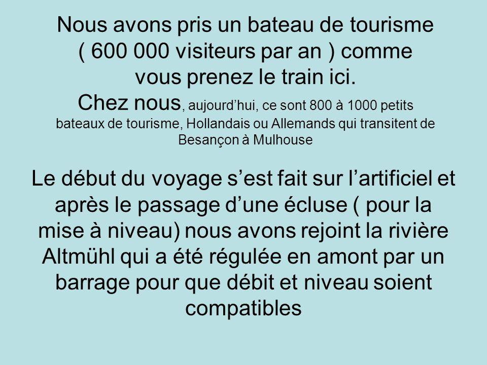 Nous avons pris un bateau de tourisme ( 600 000 visiteurs par an ) comme vous prenez le train ici.