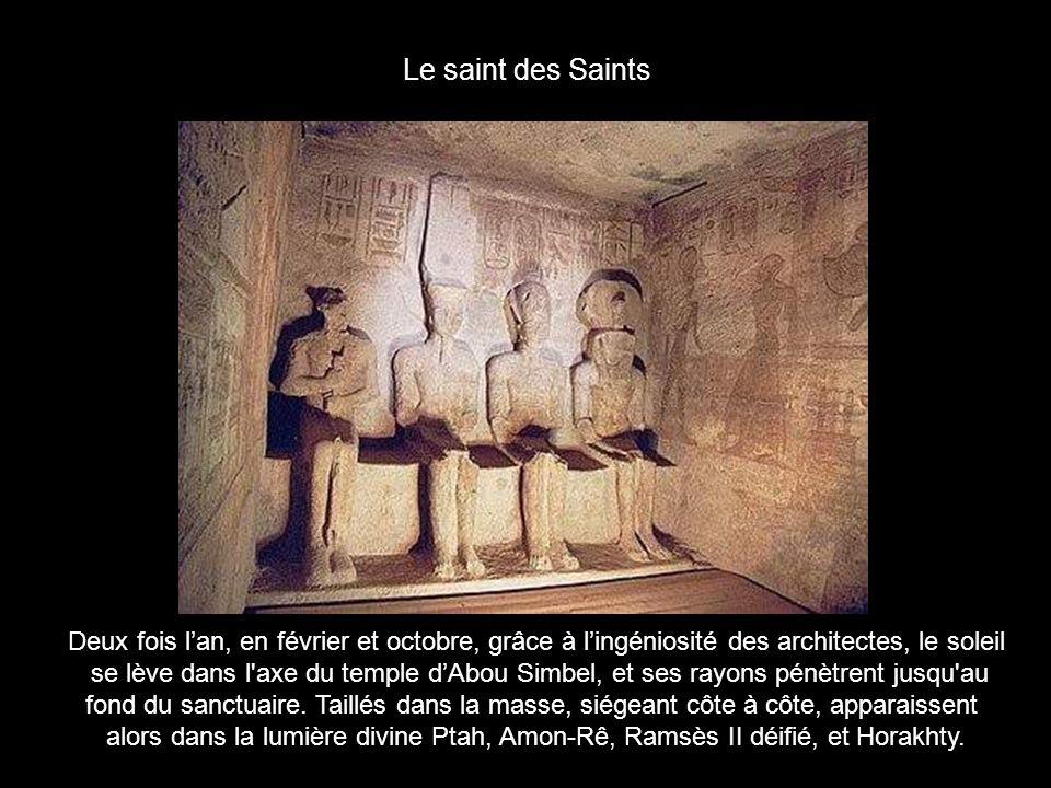 Le grand temple dAbou Simbel fut ordonné par Ramsès II.