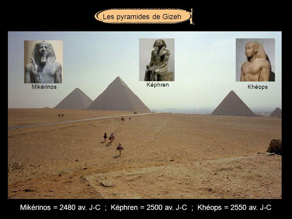 Les statues colossales de la première cour du temple de Louxor étaient à leffigie de Aménophis III.