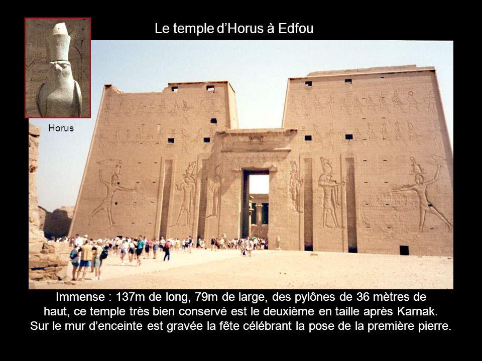 Au fond du petit temple dAbou Simbel, le Nao (logement sacré) dans lequel trônait la statue dHathor.