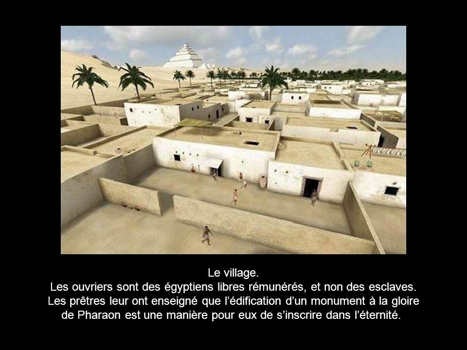 La pyramide de Khéops a été élevée il y a 4500 ans par une civilisation ne possédant ni la roue, ni le fer, ni la poulie.