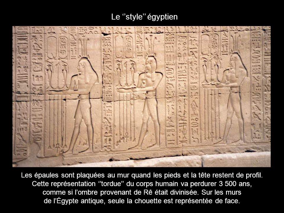 Le temple dHorus à Edfou Immense : 137m de long, 79m de large, des pylônes de 36 mètres de haut, ce temple très bien conservé est le deuxième en taille après Karnak.