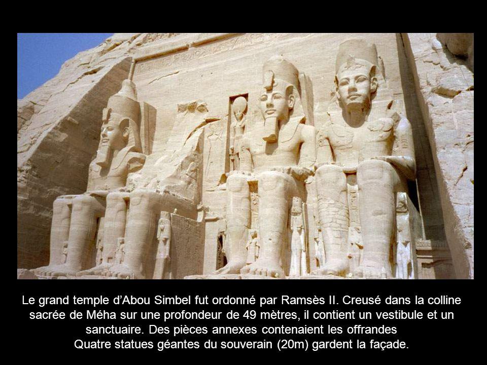 Cette stèle de calcaire, peinte 2500 ans av.