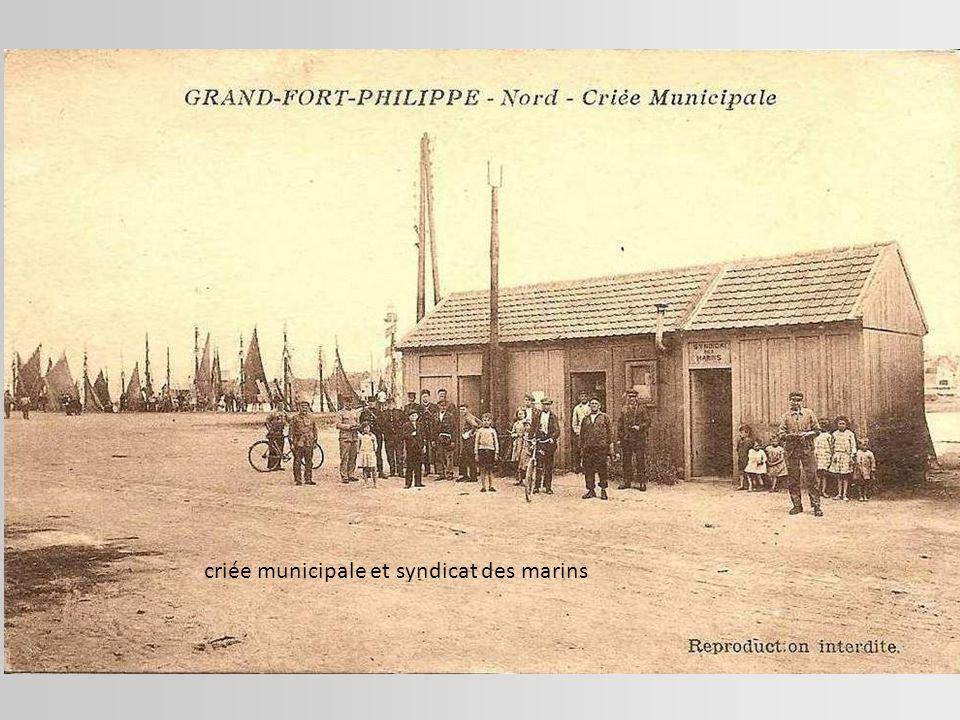 La troisième à gauche debout, c'est ma mère Marie Thérèse Fournier dit « Lazare » en 1929. Elle a 8 ans.