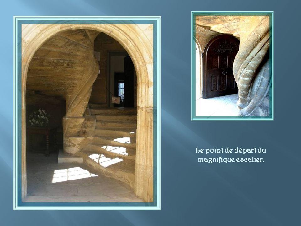 Ce fut le premier château Renaissance en Provence. Cette tour possède un très bel escalier de pierre, parachevé par une fine colonnette qui soutient l