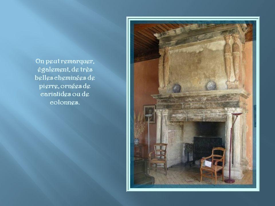La Chambre dHonneur du Ier étage est dite « Chambre des Dames ». Elle est garnie de meubles provençaux du XVIIIe siècle. Le sol est recouvert de carre