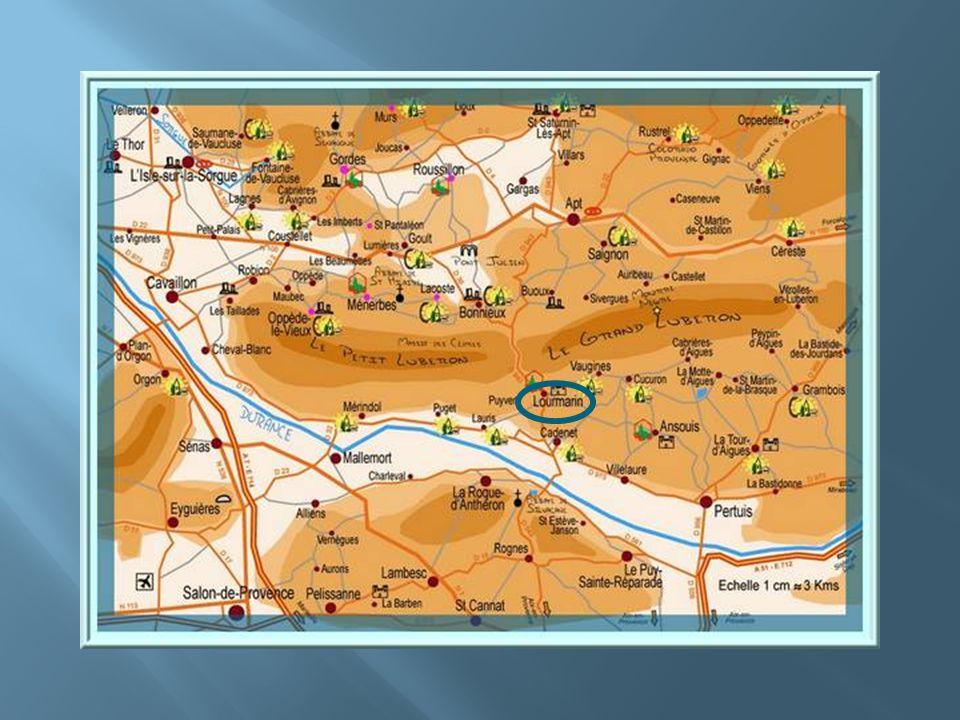 Lourmarin se niche au milieu des champs damandiers, de vignes et doliviers. Il est labellisé au titre de lun des Plus Beaux Villages de France. Son hi