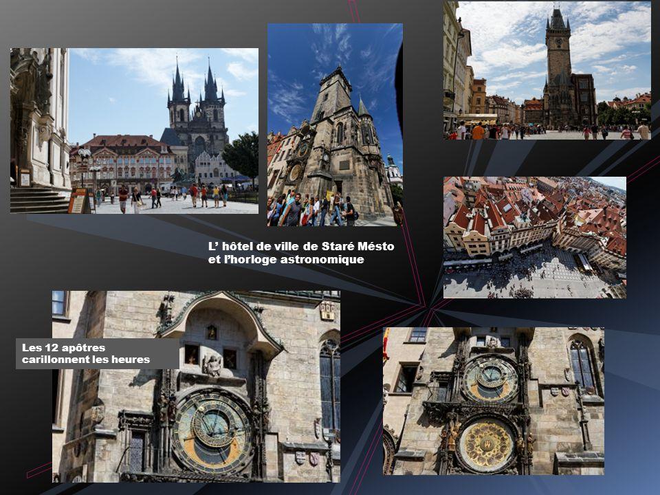 Monument funéraire de Jean Népomucène Vitraux modernes d Alphons Mucha Voûte réticulée de la cathédrale Saint Guy Chapelle Saint Venceslas
