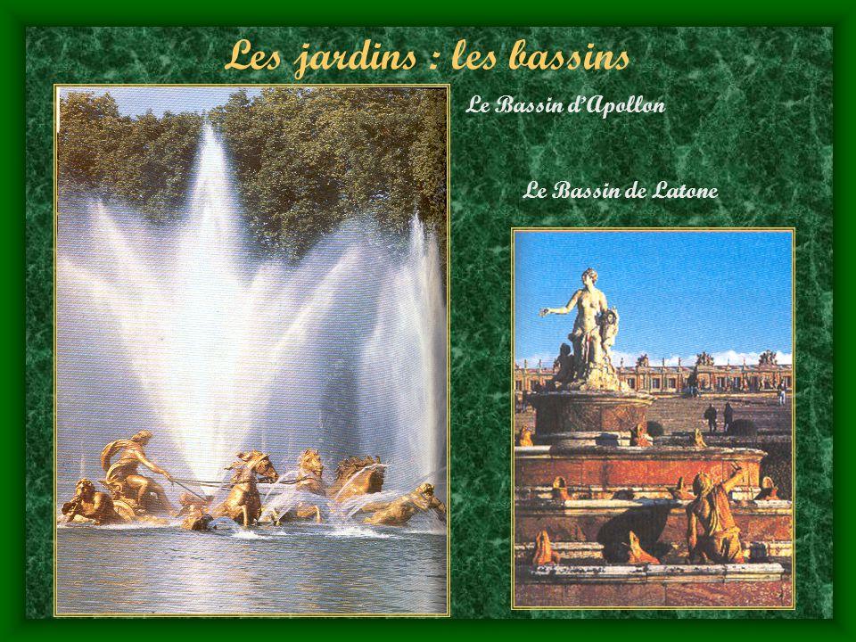 Les jardins : les bassins Le Bassin dApollon Le Bassin de Latone