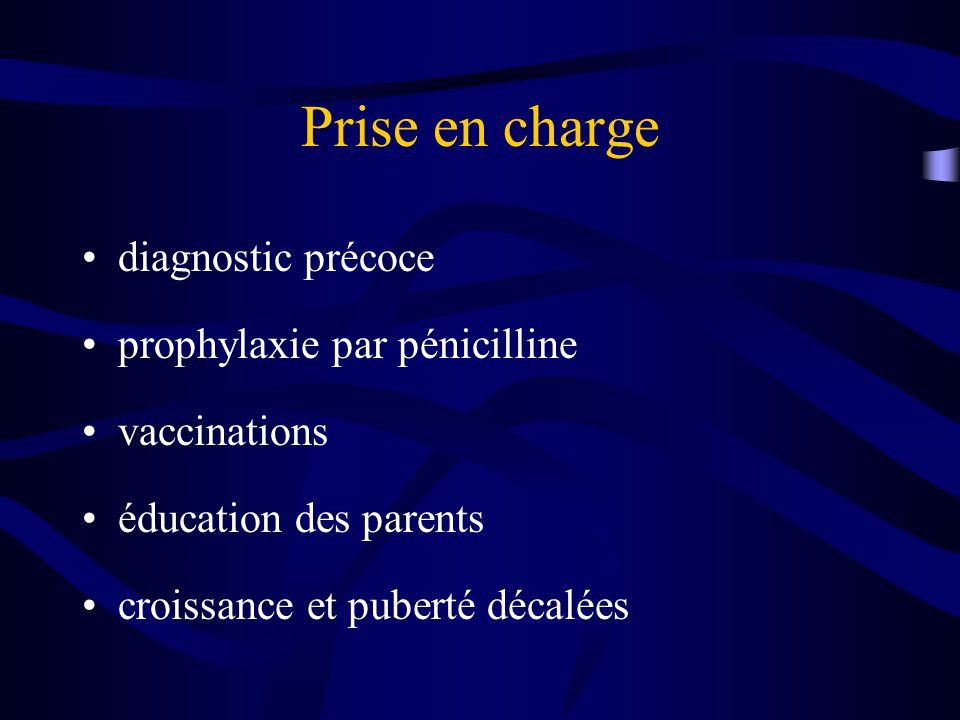 Prise en charge diagnostic précoce prophylaxie par pénicilline vaccinations éducation des parents croissance et puberté décalées