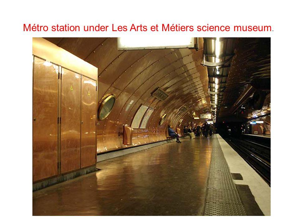 Métro station under Les Arts et Métiers science museum.