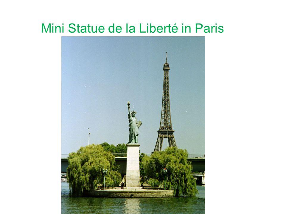 Mini Statue de la Liberté in Paris
