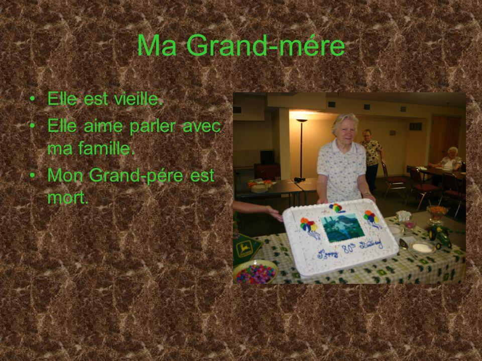 Ma Grand-mére Elle est vieille. Elle aime parler avec ma famille. Mon Grand-pére est mort.