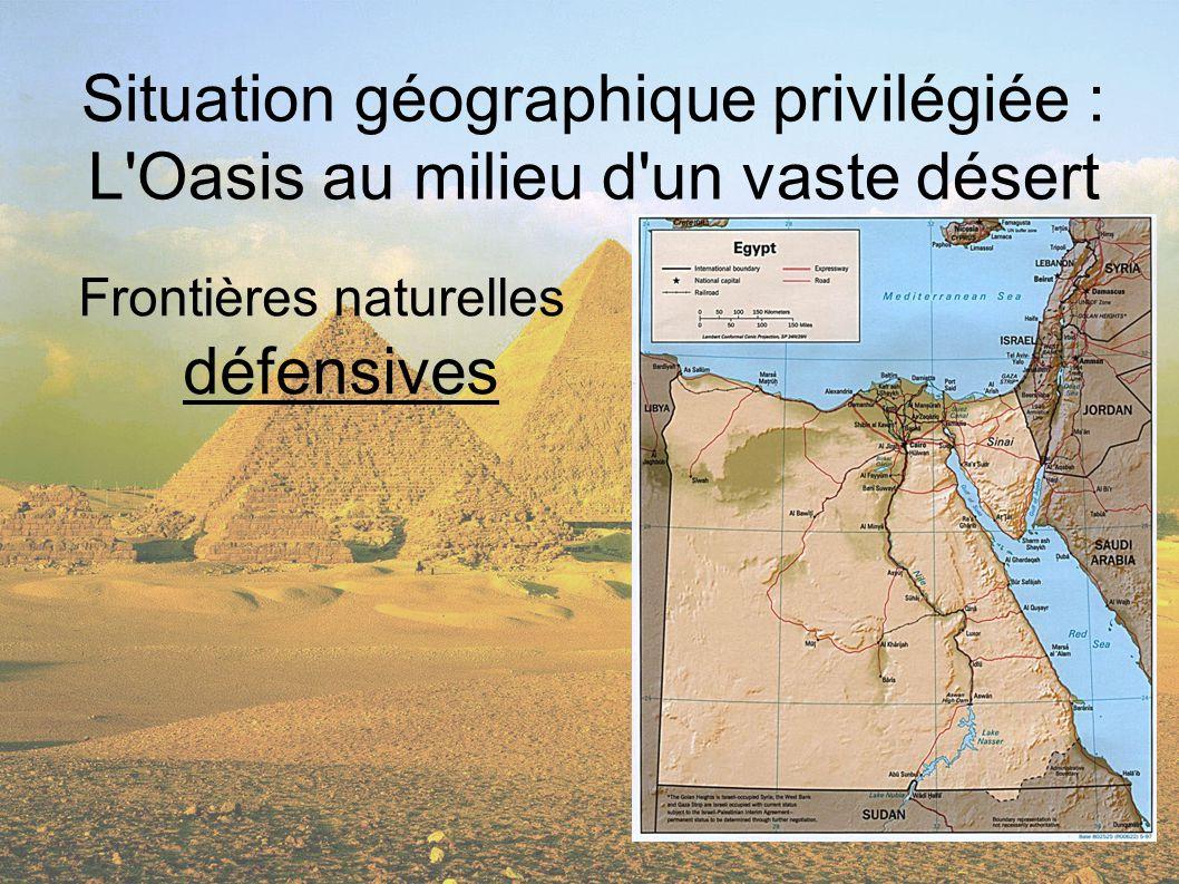 Situation géographique privilégiée : L'Oasis au milieu d'un vaste désert Frontières naturelles défensives