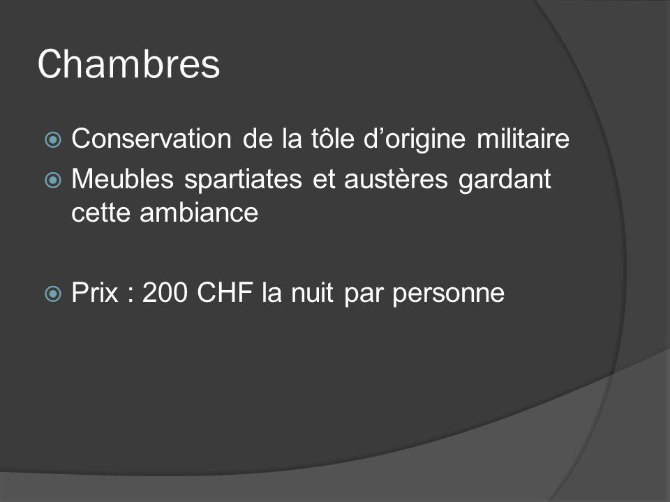 Chambres Conservation de la tôle dorigine militaire Meubles spartiates et austères gardant cette ambiance Prix : 200 CHF la nuit par personne