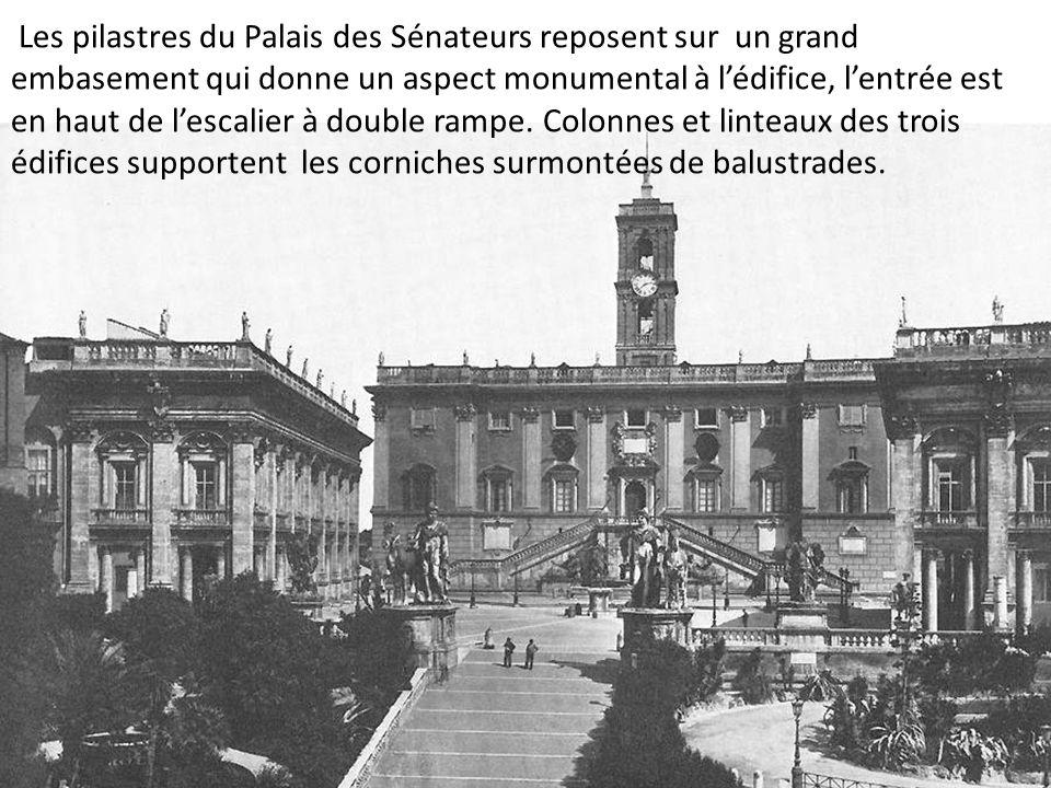 Les pilastres du Palais des Sénateurs reposent sur un grand embasement qui donne un aspect monumental à lédifice, lentrée est en haut de lescalier à d