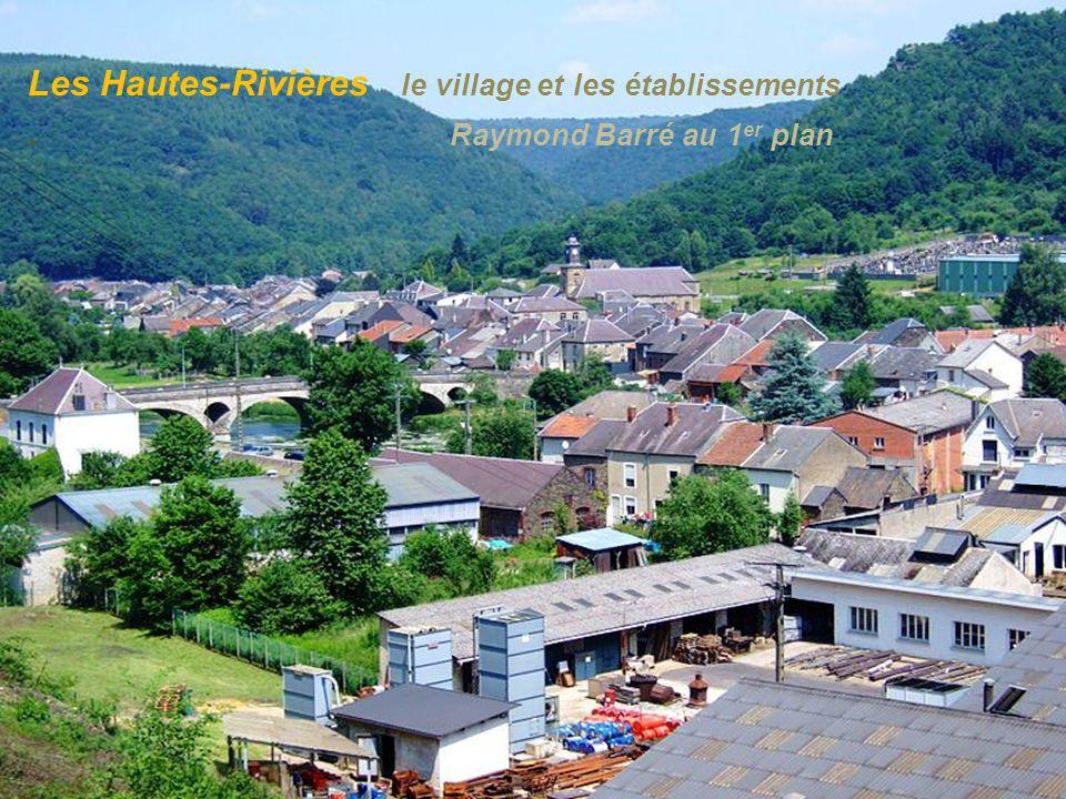 Bogny-sur-Meuse site les 4 fils Aymon. et la statue de leur. cheval Bayard