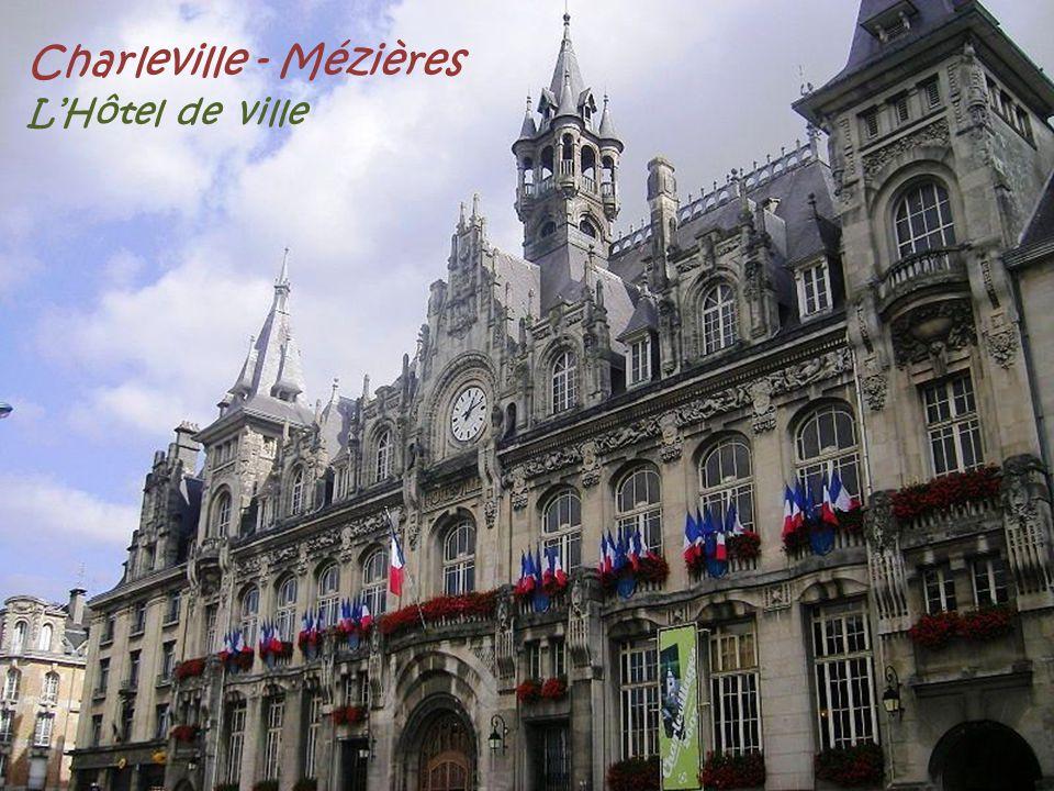 Charleville - Mézières LHôtel de ville