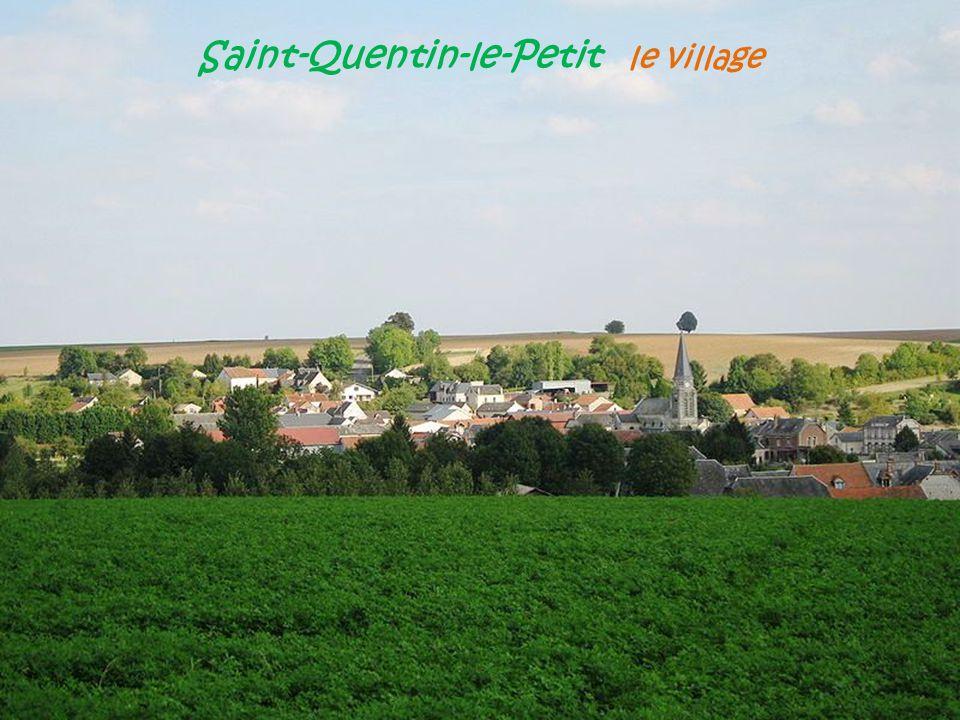 M o u z o n Le portail et léglise. Notre - Dame