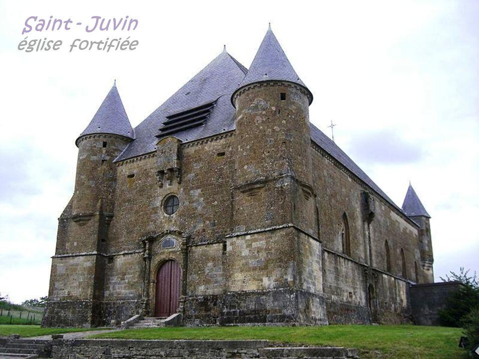 Grandpré le château et le porche dit la porte de la justice