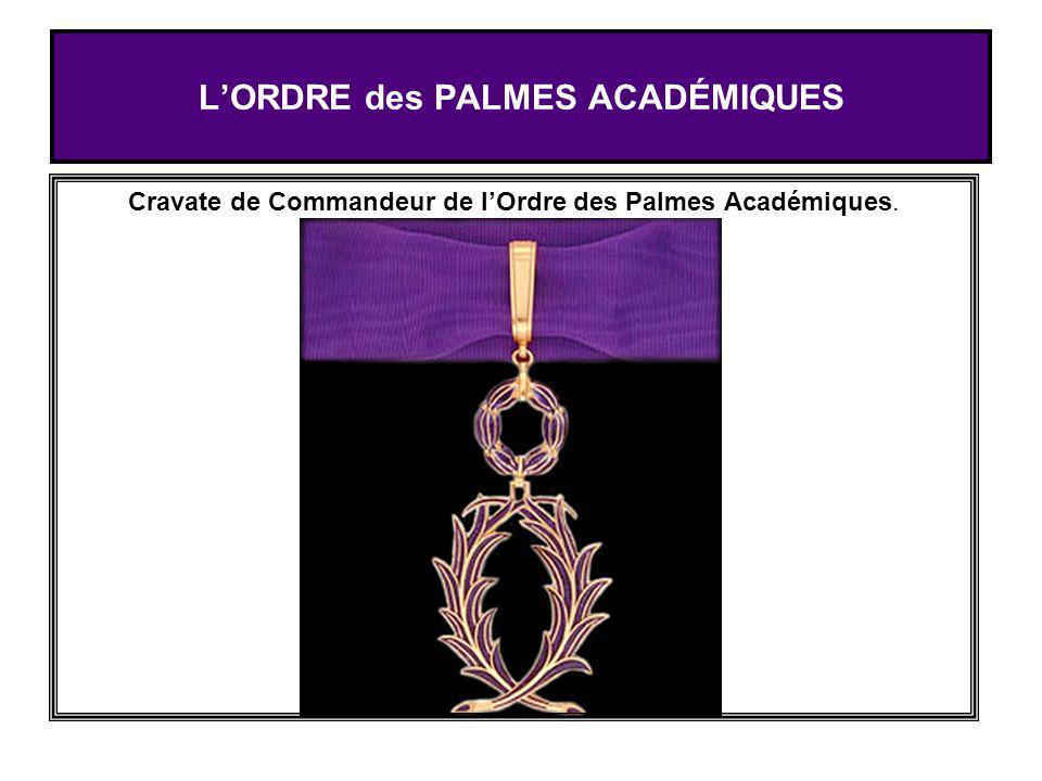 LORDRE des PALMES ACADÉMIQUES Cravate de Commandeur de lOrdre des Palmes Académiques.