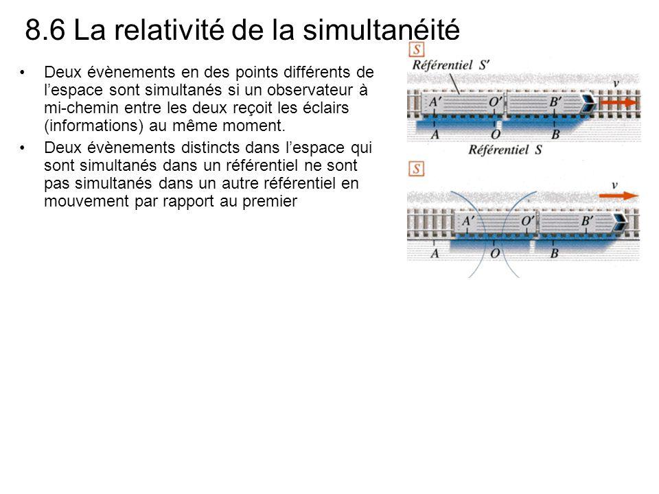 8.6 La relativité de la simultanéité Deux évènements en des points différents de lespace sont simultanés si un observateur à mi-chemin entre les deux