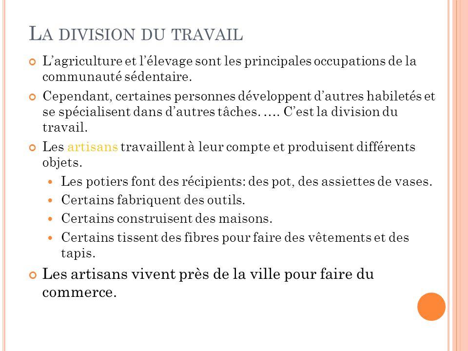 L A DIVISION DU TRAVAIL Lagriculture et lélevage sont les principales occupations de la communauté sédentaire. Cependant, certaines personnes développ