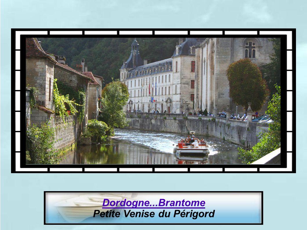 Seine-Maritime. Veules-les-Roses. Petite Venise Normande (Plus petit fleuve de France 1100m)