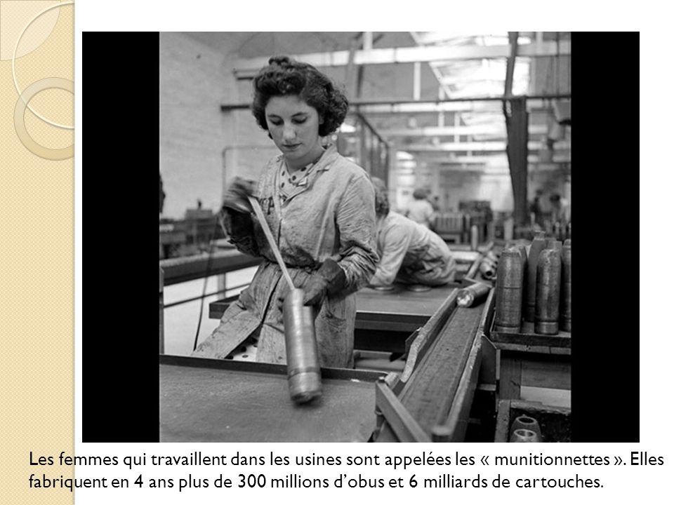 Les femmes qui travaillent dans les usines sont appelées les « munitionnettes ». Elles fabriquent en 4 ans plus de 300 millions dobus et 6 milliards d