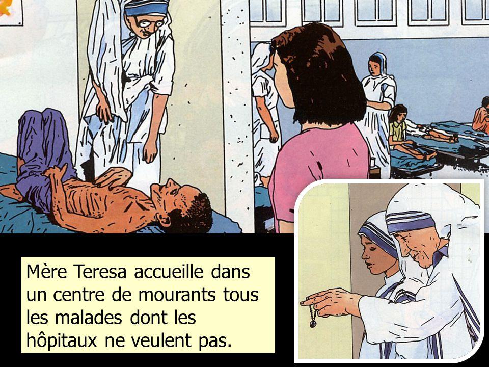 Mère Teresa accueille dans un centre de mourants tous les malades dont les hôpitaux ne veulent pas.