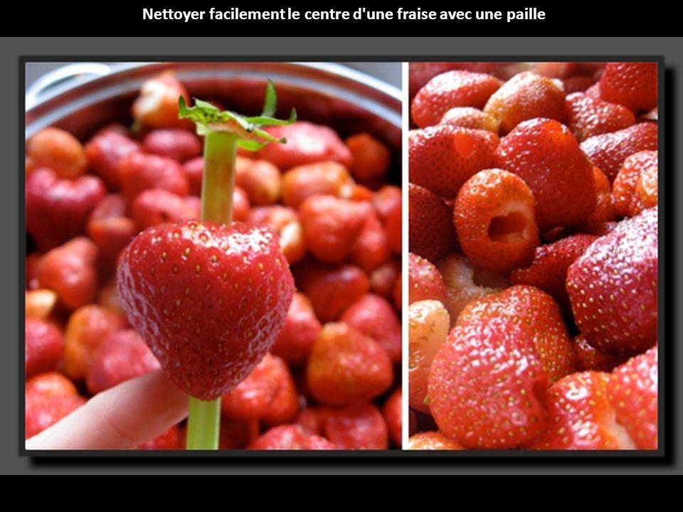 Nettoyer facilement le centre d une fraise avec une paille