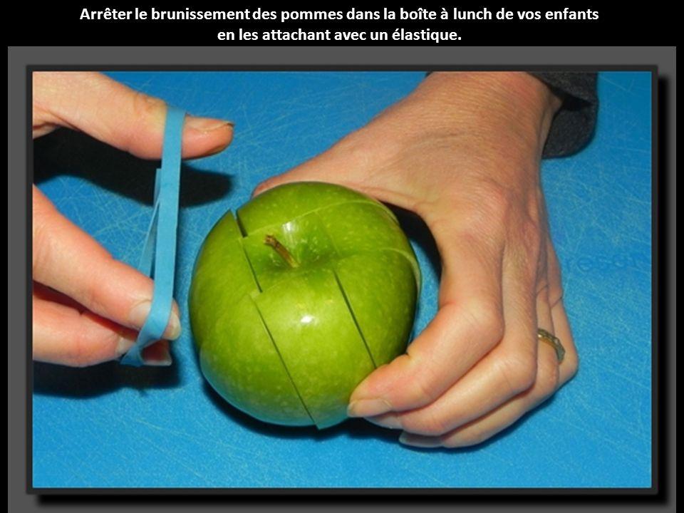 Arrêter le brunissement des pommes dans la bo î te à lunch de vos enfants en les attachant avec un é lastique.