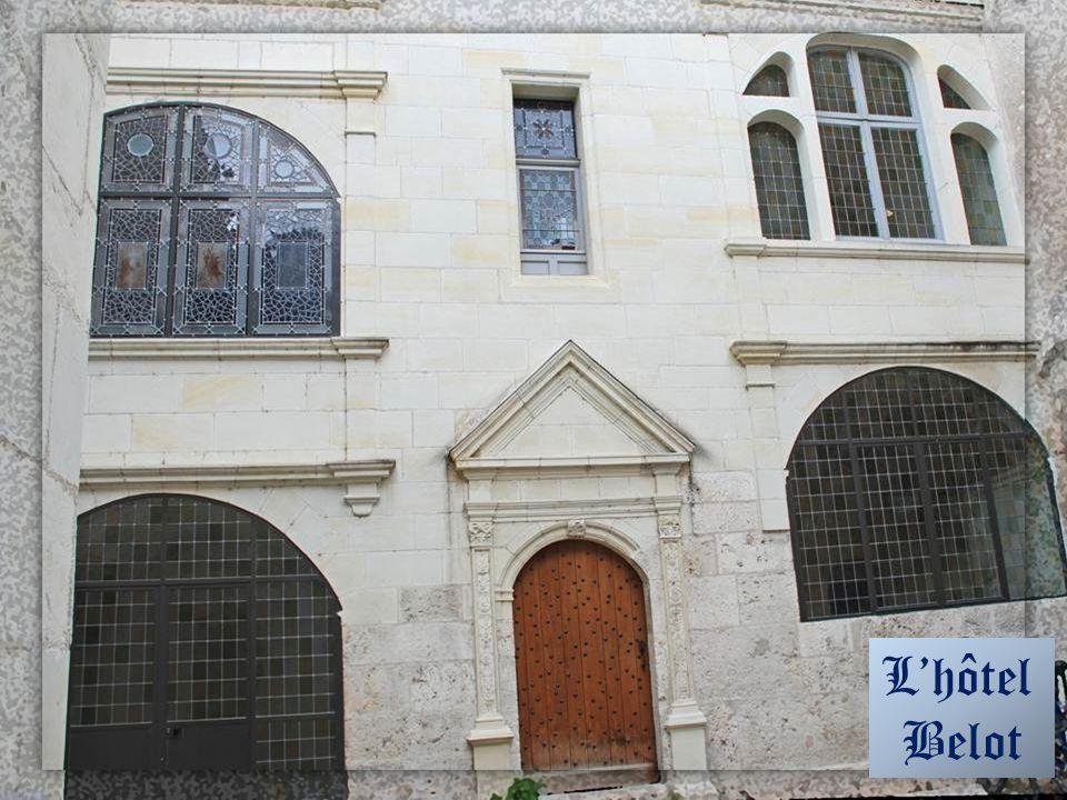 Lhôtel Belot Rue des Papegaults Cette maison date de lépoque de Louis X11 mais remise au goût du jour sous François 1 er. Au 18 e siècle, un évêché es