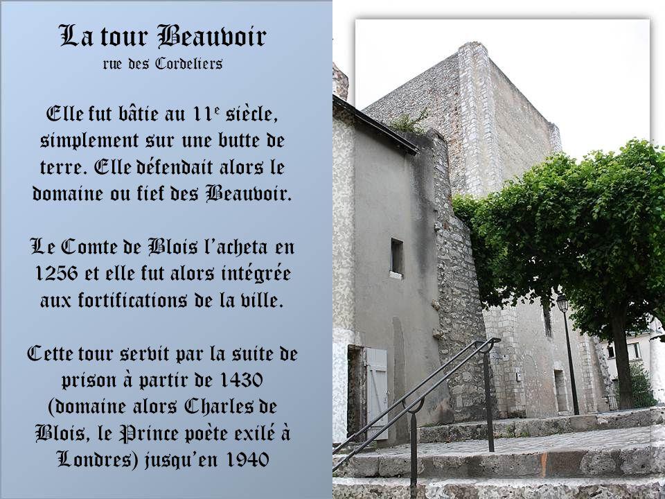 LHôtel de Saumery Au 17 e siècle, Jacques Charron, gouverneur de Blois, marquis de Ménars, marquis de Ménars,achète lhôtel de Saumery, non loin de lég