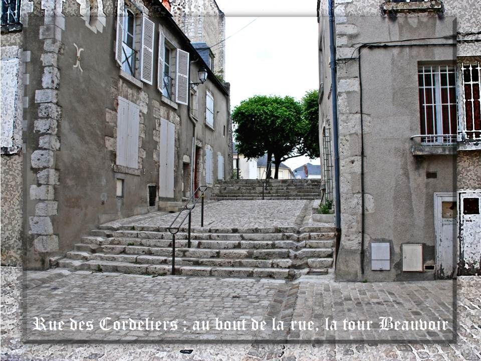 La tour Beauvoir rue des Cordeliers Elle fut bâtie au 11 e siècle, simplement sur une butte de terre. Elle défendait alors le domaine ou fief des Beau
