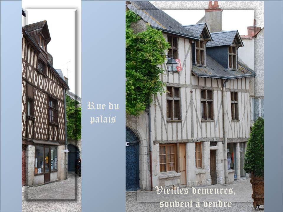 Rue des Cordeliers : au bout de la rue, la tour Beauvoir