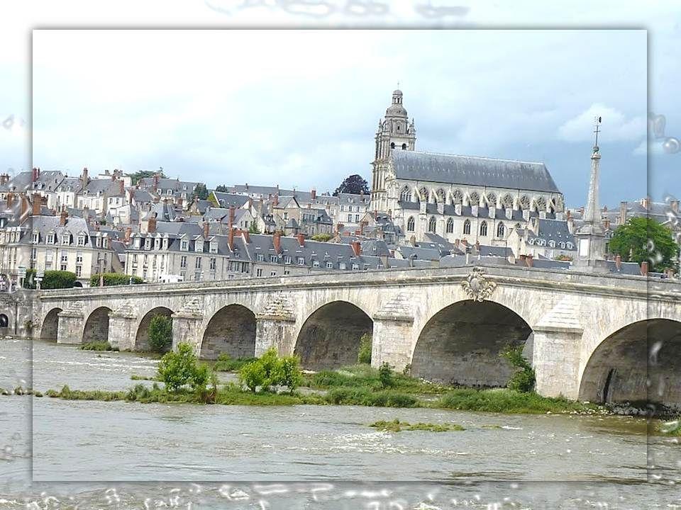 Le pont Jacques Gabriel Le Pont Jacques Gabriel qui relie les deux rives de Blois fut édifié à partir d'avril 1717 et achevé en 1724 par cet Architect