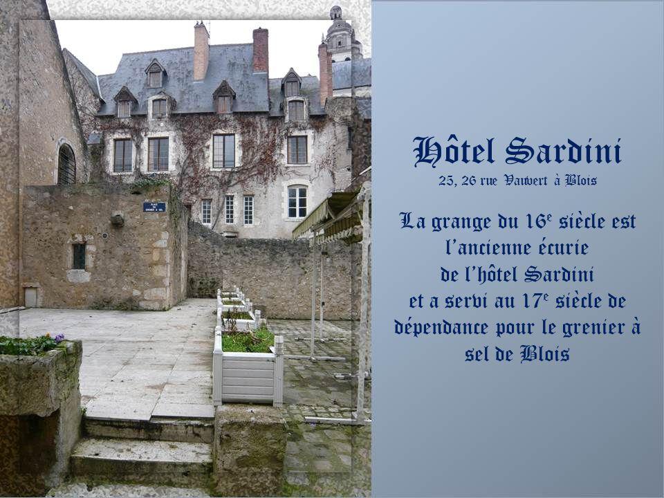 Hôtel Sardini Façade côté jardin (25, 26 rue Vauvert à Blois) Un petit jardin botanique a été recréé pour montrer latmosphère des jardins du 16 e sièc