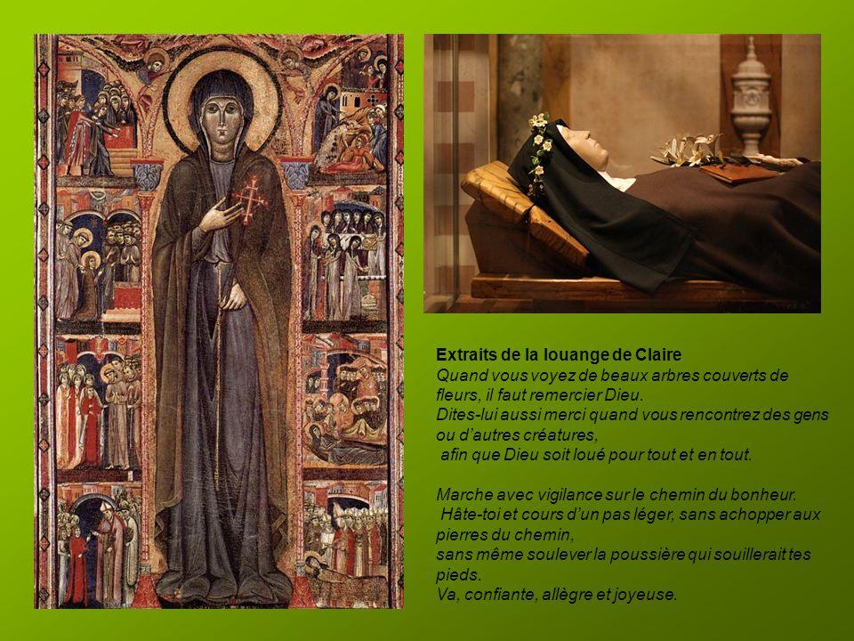 Intérieur de la basilique Sainte Claire Dans la chapelle du Saint Sacrement se trouve le Crucifix de San Damiano, celui-là même qui a invité Saint Fra