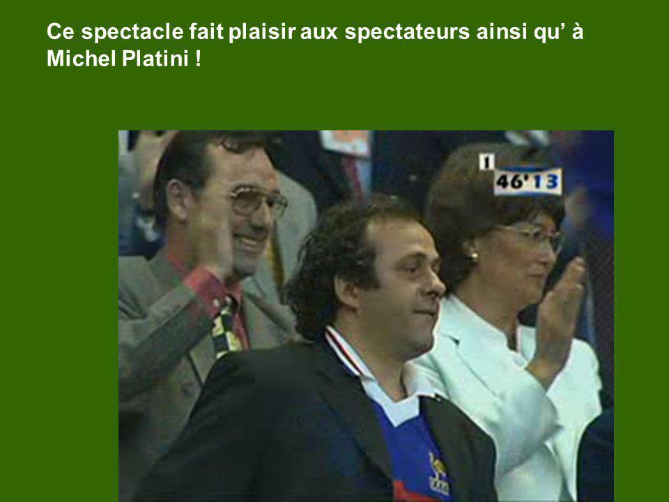 Ce spectacle fait plaisir aux spectateurs ainsi qu à Michel Platini !