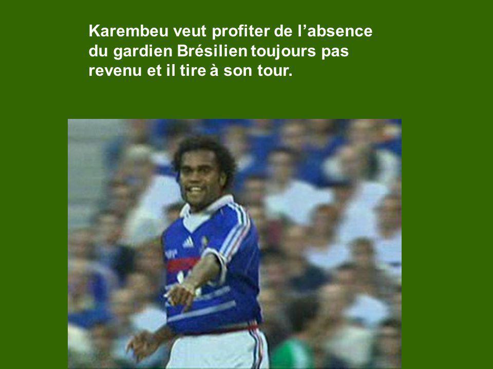 Karembeu veut profiter de labsence du gardien Brésilien toujours pas revenu et il tire à son tour.