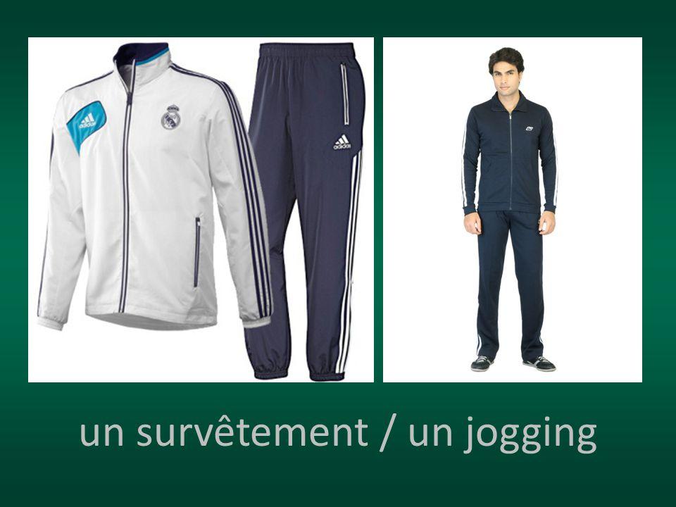 un survêtement / un jogging