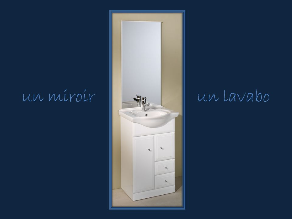 un miroirun lavabo