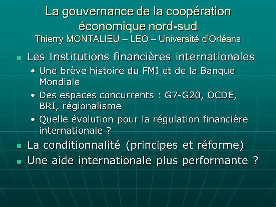 Les institutions financières internationales (1) FMI & Banque Mondiale Période 1 (1945-1980) : des rôles clairement répartis Période 1 (1945-1980) : des rôles clairement répartis De Bretton Woods aux accords de la Jamaïque : Le FMI « gardien » de la stabilité du SMI (surveillance des taux de change et aide à la BP)De Bretton Woods aux accords de la Jamaïque : Le FMI « gardien » de la stabilité du SMI (surveillance des taux de change et aide à la BP) De la BIRD au groupe Banque Mondiale : de laide à la reconstruction aux prêts projets pour les PEDDe la BIRD au groupe Banque Mondiale : de laide à la reconstruction aux prêts projets pour les PED