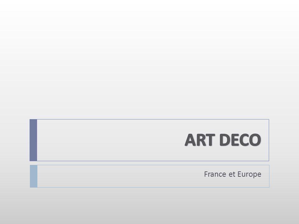 Le Palais de Chaillot, reconstruit en 1937, architectes Léon Azema, Jacques Carlu et Louis-Hypolite Boileau Typique de l architecture Art déco avec ses formes académiques, ses lignes droites et affirmées, ses volumes importants et le raffinement de son décor.