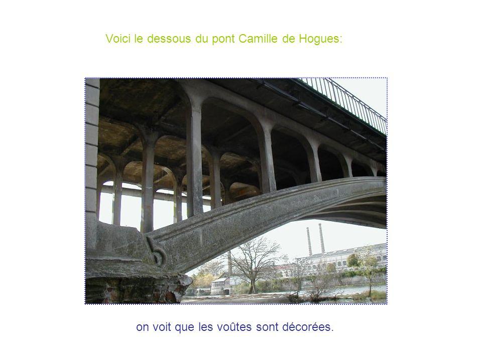 La structure du pont Camille de Hogues Ce pont est tenu par des piliers et il est fait en arc.