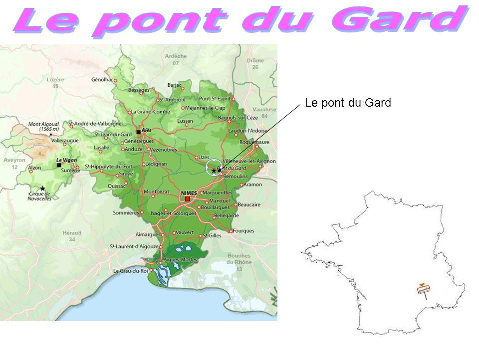 Le pont du Gard Le pont du Gard est un pont-aqueduc romain à trois niveau.